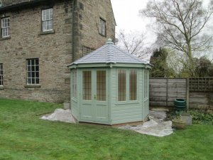 Wiveton Summerhouse In Andover: Front